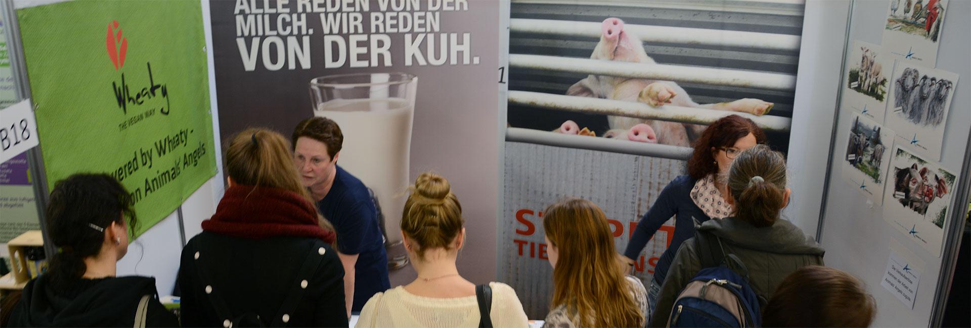 Animals' Angels klärt bei Infoständen zum Thema Tiertransport auf