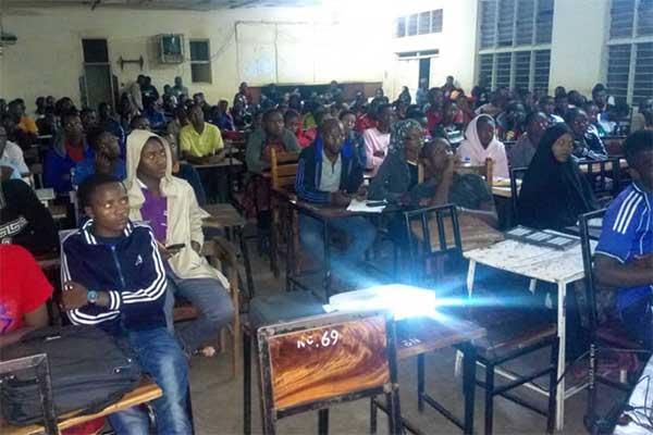 Tierschutzclub am LITA College in Mpwapwa, Tansania