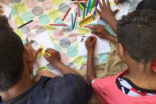 Animals' Angels veranstaltet einen Workshop mit den Kindern auf dem Kamelmarkt in Birqash