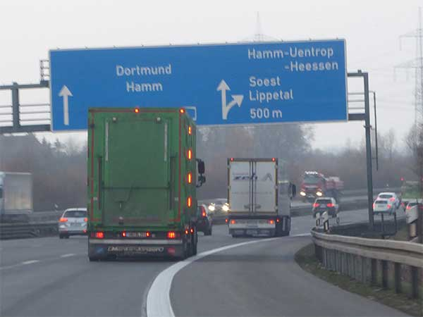 Tiertransport auf einer Autobahn in Deutschland