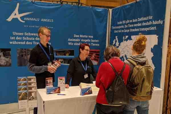 Großer Animals' Angels Infostand auf der VeggieWorld Wiesbaden 2020