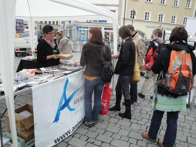 [Translate to englisch:] Animals' Angels Veganmania Rosenheim