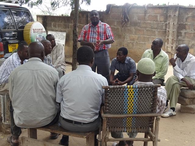 Erstes Meeting mit der Marktleitung des Tiermarktes in Pugu, Tansania