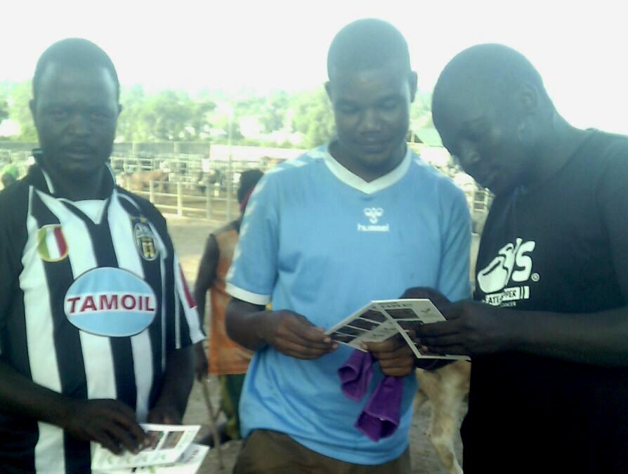 Kontrolle auf dem Rindermarkt von Pugu, Tanzania