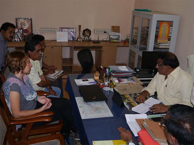 Animals' Angels trifft den Direktor des Animal Husbandry Department der Bezirksregierung Vizag, Indien