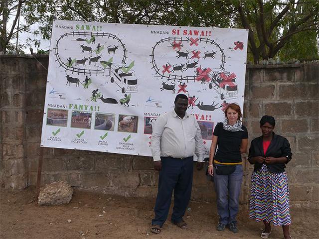 Banner für einen respektvollen Umgang mit Tieren am größten Rindermarkt Tansanias