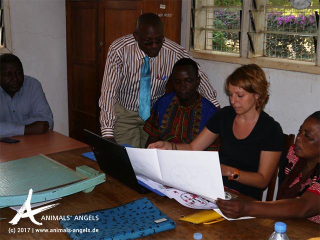 [Translate to englisch:] Mit Mit großem Erfolg präsentieren wir unser Schulungspaket am Mpwapwa College für Landwirtschaft und 'Nutz'tierhaltung