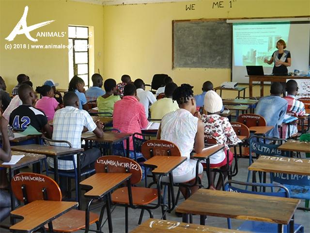 Animals' Angels gibt Tierschutz-Unterricht am College in Mabuki
